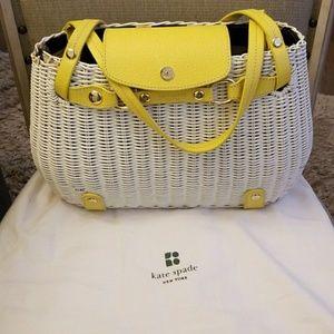 Basket weave hand bag